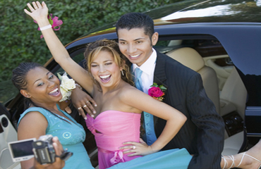 Luxury Limousines Improve Prom Photos - Armonk Limousine